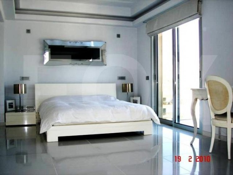 For Sale 2 Bedroom Apartment in Agios tychon, Limassol 11