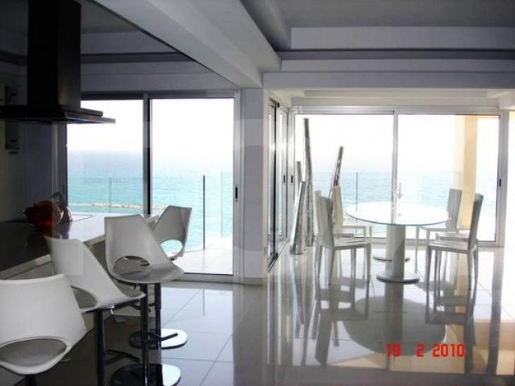 For Sale 2 Bedroom Apartment in Agios tychon, Limassol 7