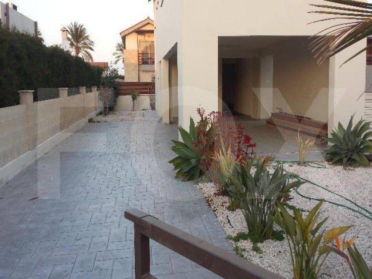 To Rent 3 Bedroom Detached House in Pervolia , Perivolia Larnakas, Larnaca 11