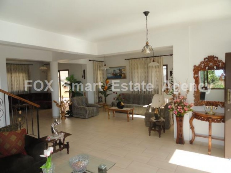 To Rent 4 Bedroom Detached House in Geroskipou, Paphos 2