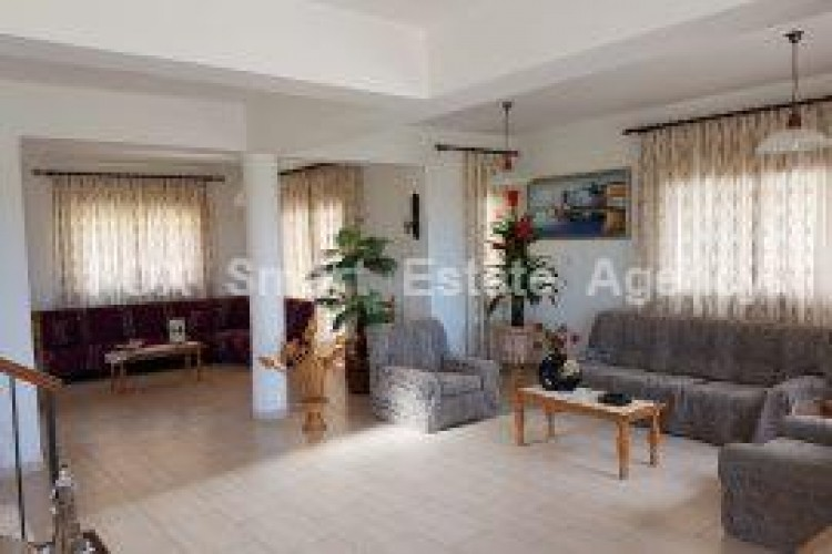 To Rent 4 Bedroom Detached House in Geroskipou, Paphos 3