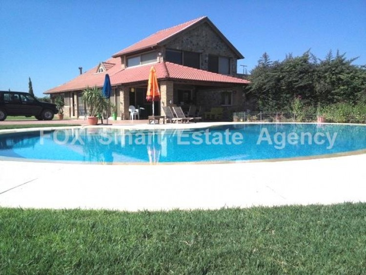 Country style wooden villa with swimming pool Opposite Carlsberg area