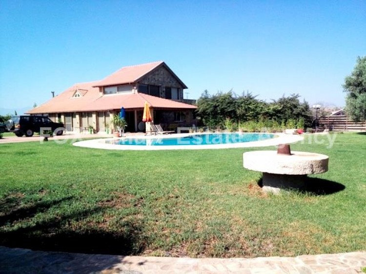 Country style wooden villa with swimming pool Opposite Carlsberg area 2