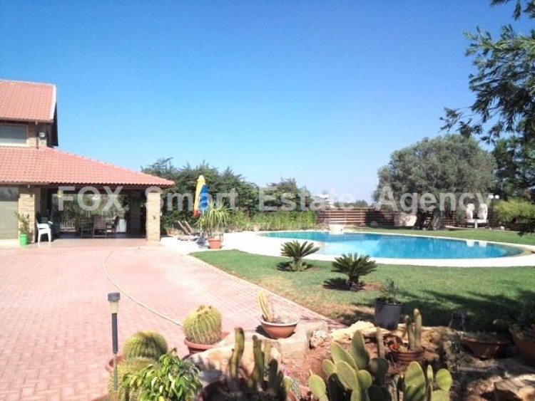 Country style wooden villa with swimming pool Opposite Carlsberg area 3