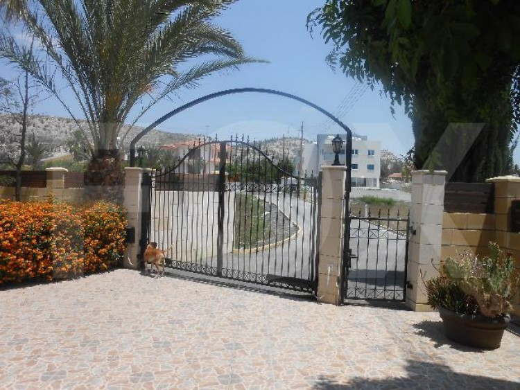 To Rent 4 Bedroom Detached House in Alampra, Nicosia 2