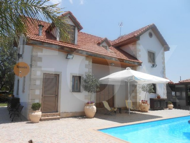 To Rent 4 Bedroom Detached House in Alampra, Nicosia 5