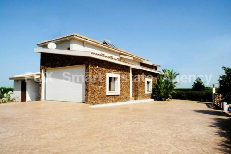 For Rent Luxury 5 Bedroom Detached House in Agioi Trimithias, Nicosia 2