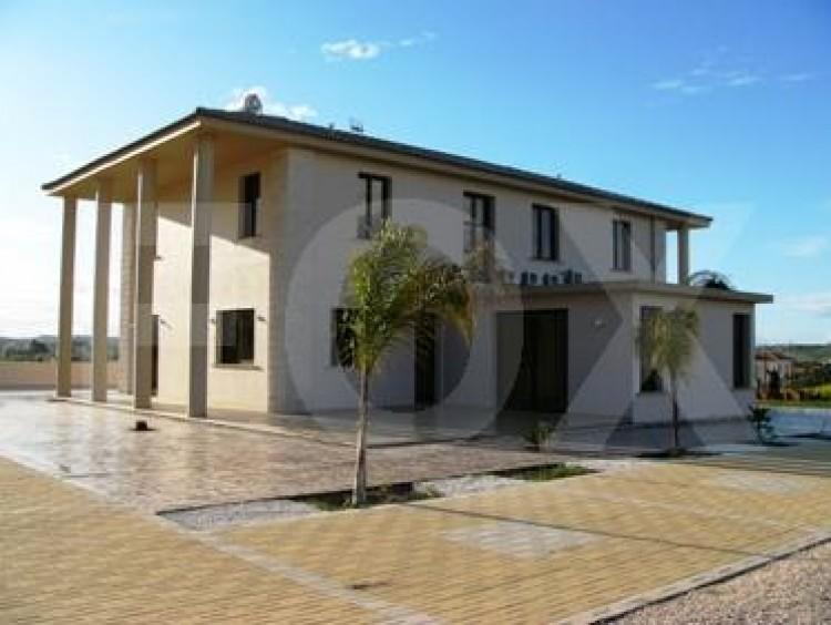 To Rent 5 Bedroom Detached House in Nicosia suburbs, Nicosia 4