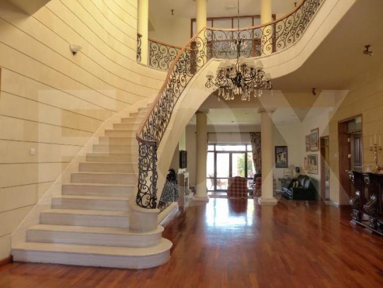To Rent 5 Bedroom Detached House in Egkomi lefkosias, Nicosia 2