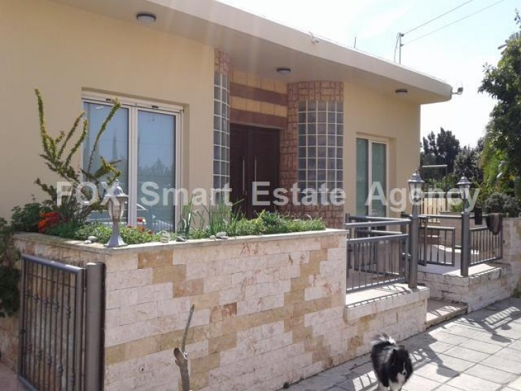 For Sale 5 Bedroom Detached House in Dromolaxia, Larnaca 2