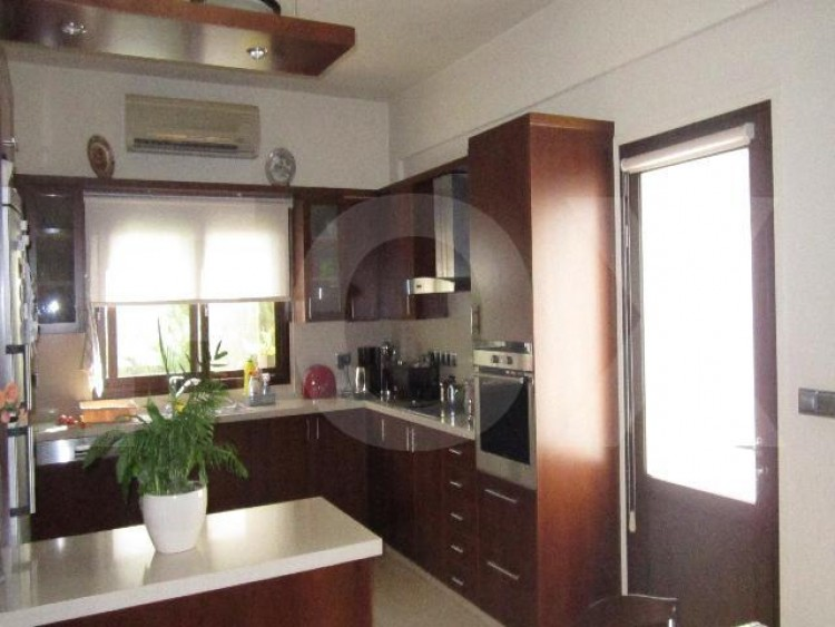 For Sale 4 Bedroom Semi-detached House in Makedonitissa, Nicosia