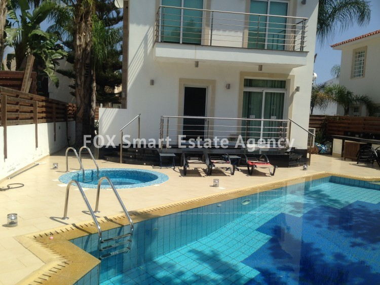 Holiday Let 4 Bedroom Detached house with Private Pool in Cape Greco 3