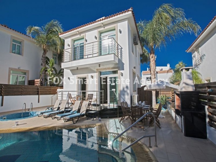 Holiday Let 4 Bedroom Detached house with Private Pool in Cape Greco 4