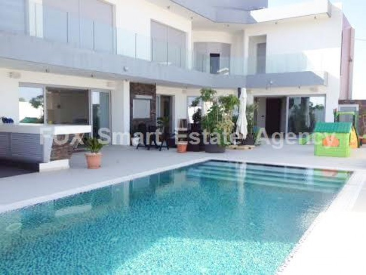 For Sale 4 Bedroom Detached House in Livadia larnakas, Larnaca 3