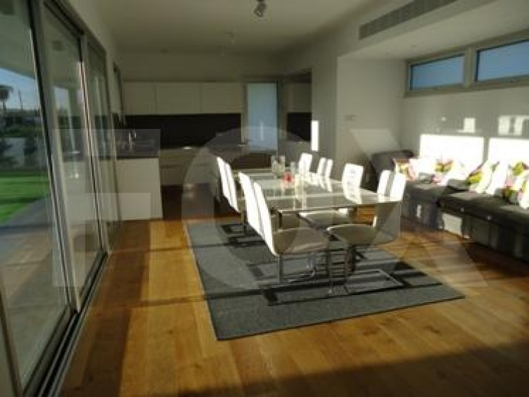 For Sale 5 Bedroom Detached House in Strovolos, Nicosia 8