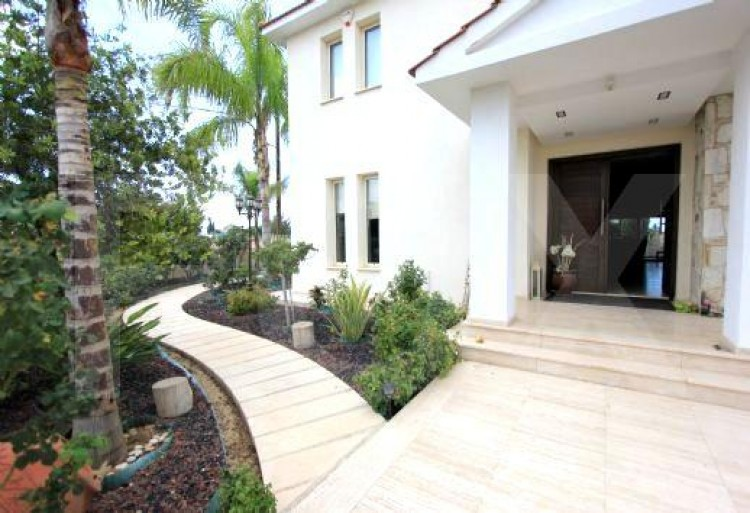 For Sale 5 Bedroom Detached House in Latsia, Nicosia