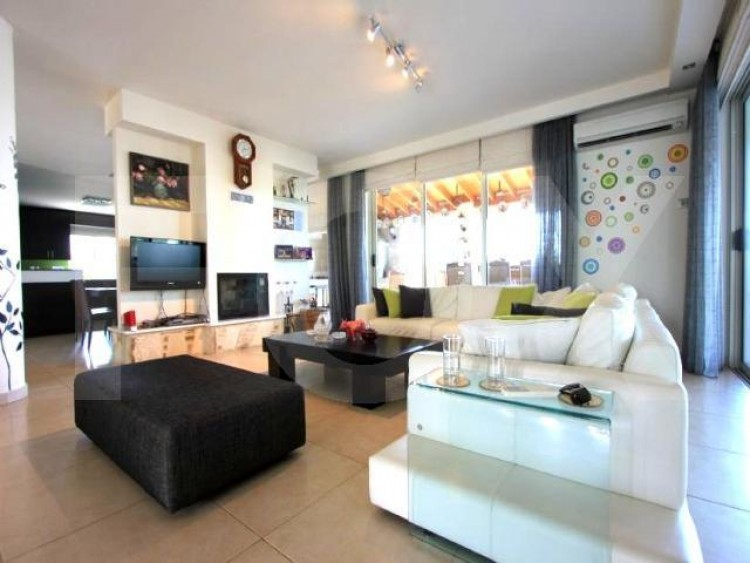 For Sale 5 Bedroom Detached House in Latsia, Nicosia 6