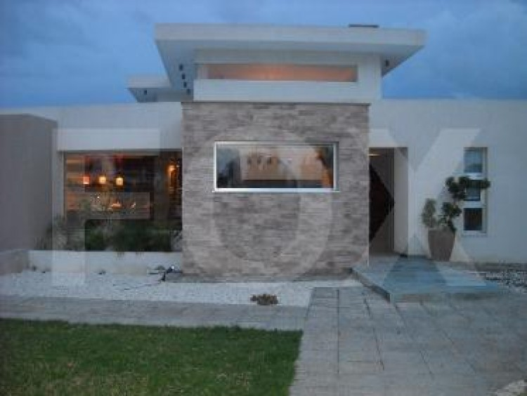 For Sale 6 Bedroom Detached House in Geroskipou, Paphos