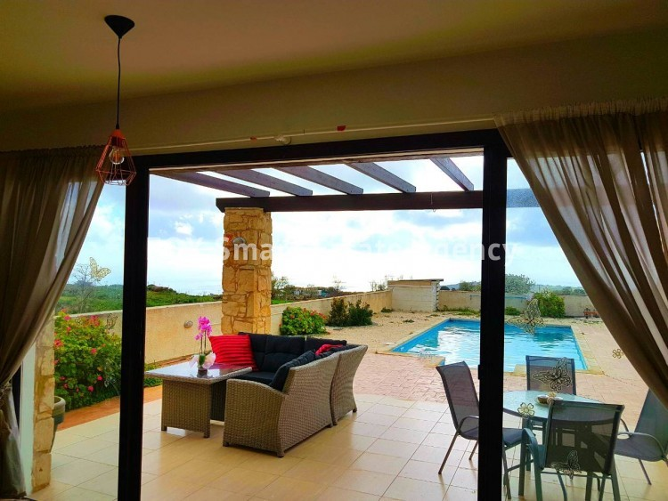 To Rent 3 Bedroom Detached House in Pafos, Paphos 4