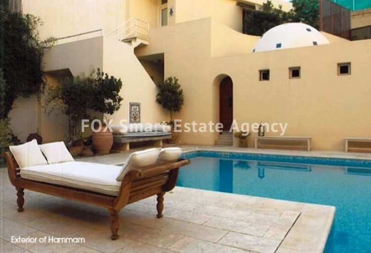 A LISTED HOUSE WITH SWIMMING POOL IN THE CITY CENTRE - A TRUE PIECE OF ART - NOW AT A LOWER PRICE! 2