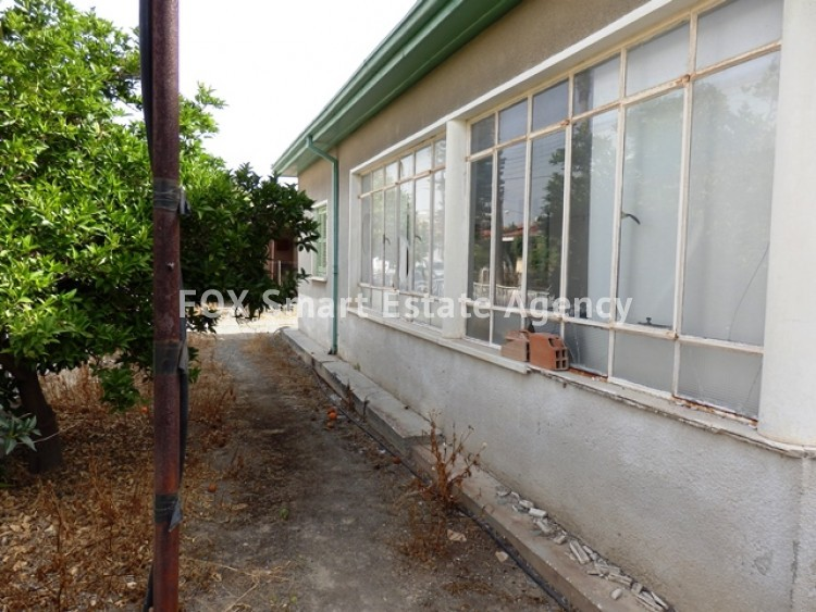 For Sale 363sq.m Corner Plot with House in Agios Dometios