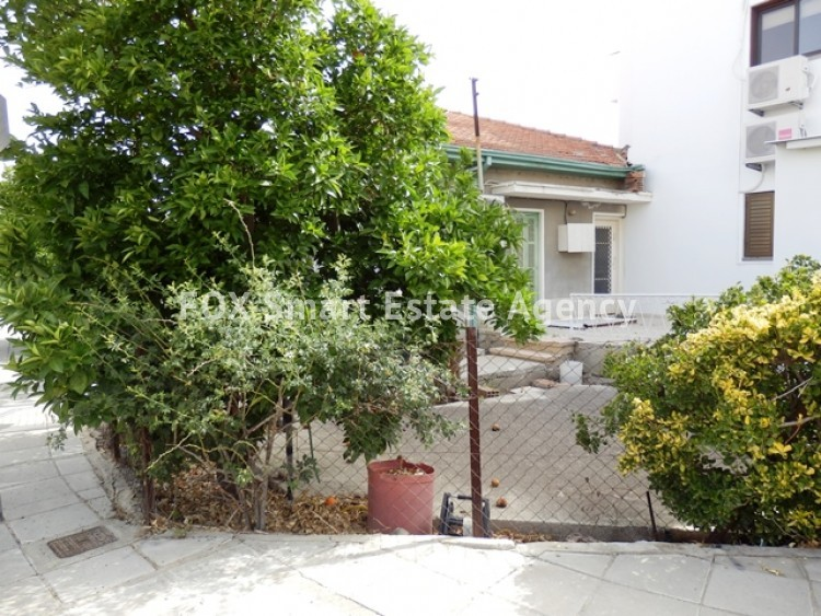 For Sale 363sq.m Corner Plot with House in Agios Dometios  3
