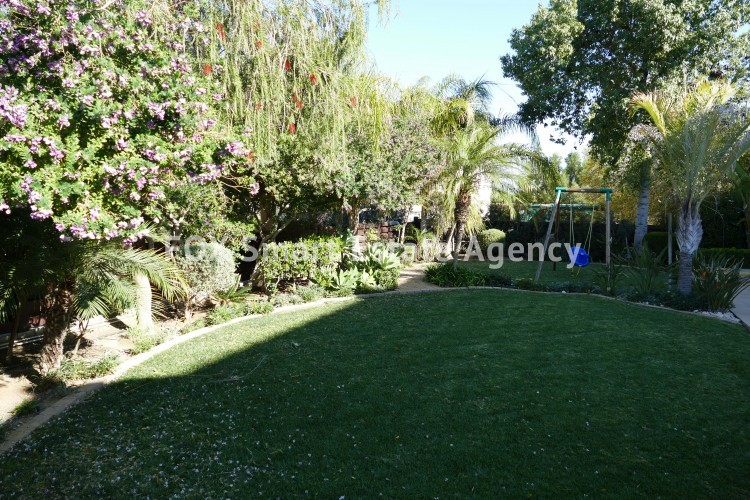 For sale 4 bedroom luxury house in Makedonitisa with spacious yard and unobstructed view 4