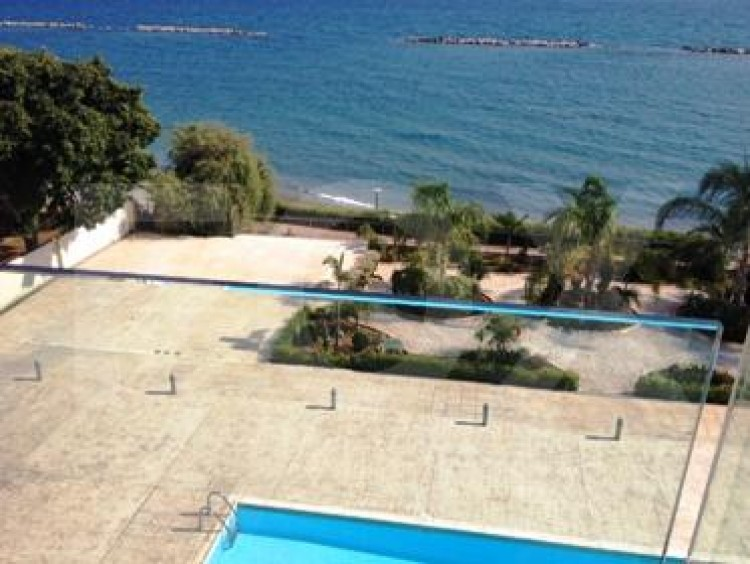 For Sale 2 Bedroom Apartment in Agios tychon, Limassol 16
