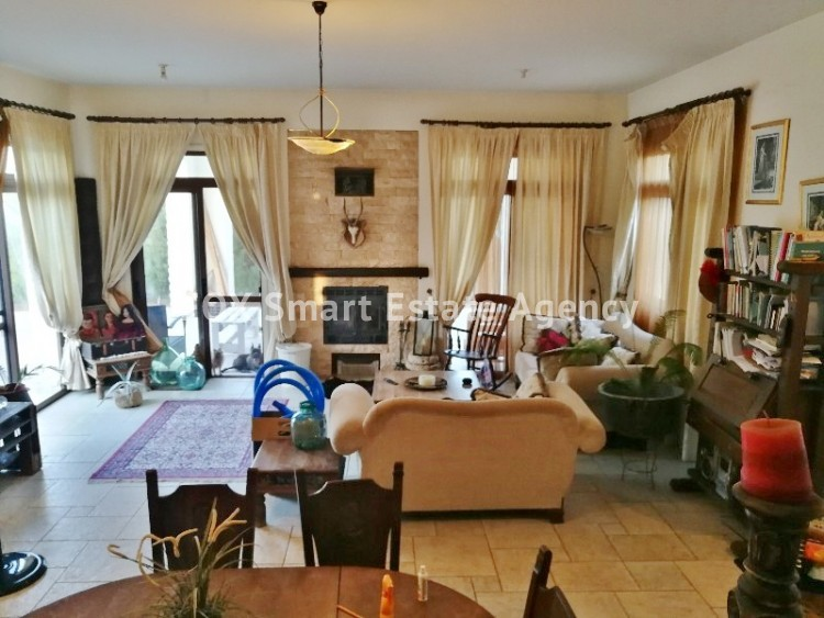 4 bedroom Bungalow with swming pool opposite the National park of Athalassas 10