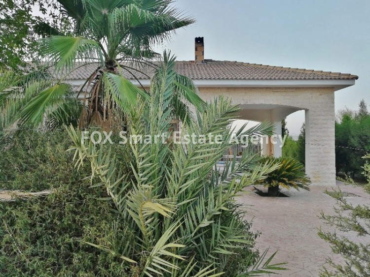 4 bedroom Bungalow with swming pool opposite the National park of Athalassas 3