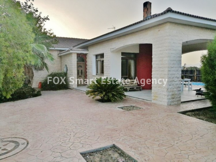 4 bedroom Bungalow with swming pool opposite the National park of Athalassas 4