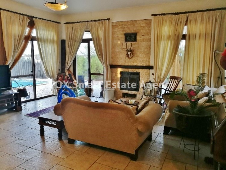 4 bedroom Bungalow with swming pool opposite the National park of Athalassas 8