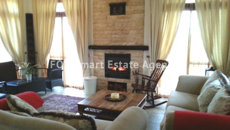 4 bedroom Bungalow with swming pool opposite the National park of Athalassas 9