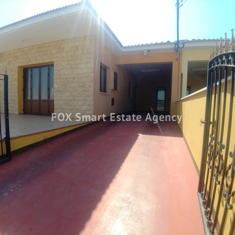 A Bright 3 Bedroom Bungalow (Single Level) House For Sale in Pervolia 12