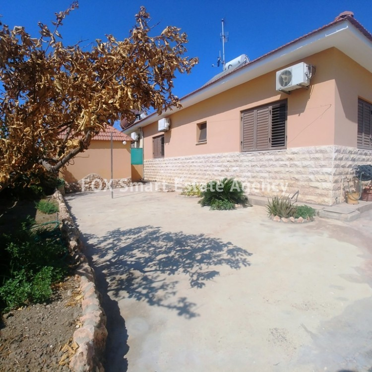 A Bright 3 Bedroom Bungalow (Single Level) House For Sale in Pervolia 15