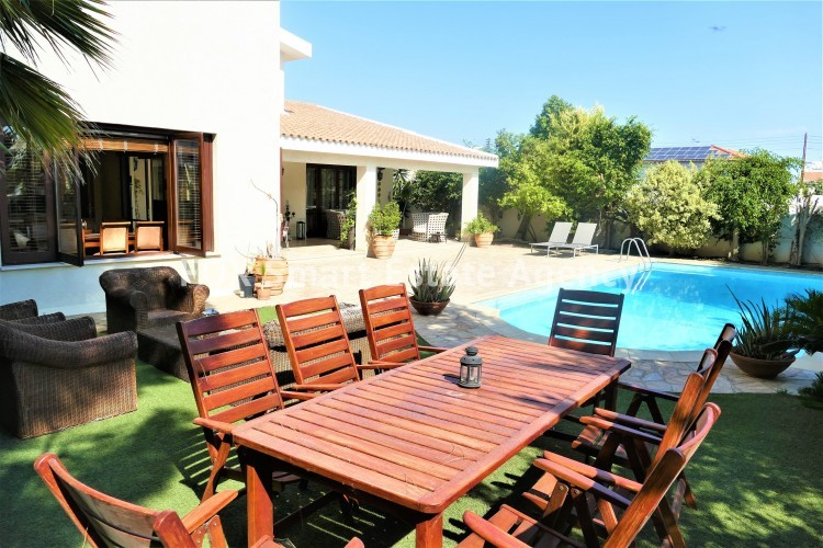 For Sale 5 Bedroom Detached House in Strovolos, Nicosia 2