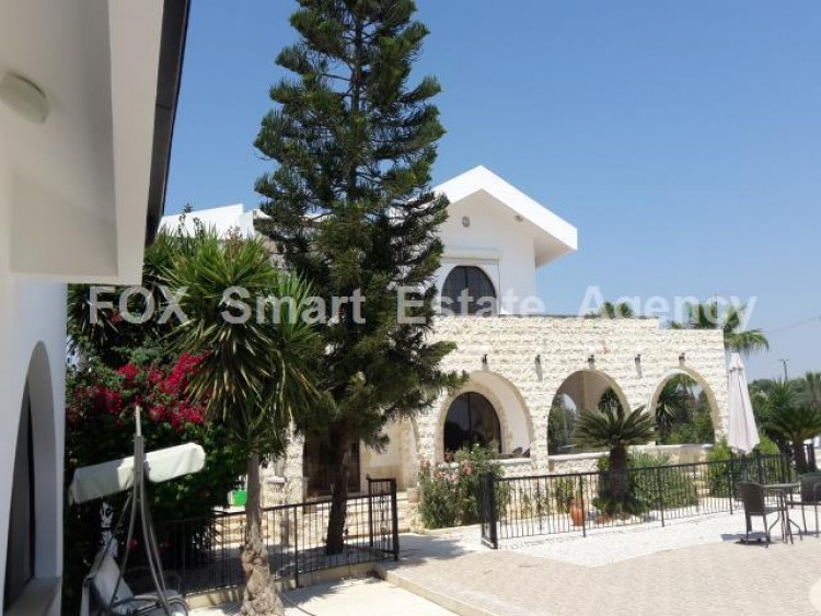 For Sale 5 Bedroom Detached House in Meneou, Larnaca 2