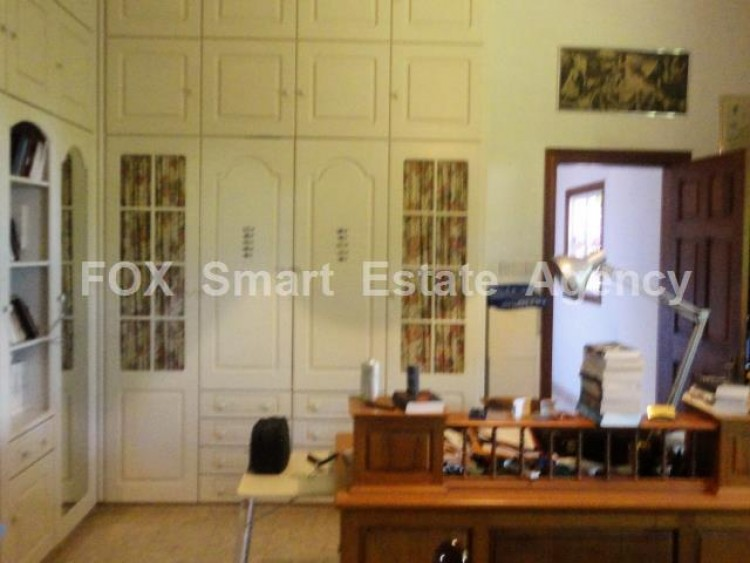 For Sale 5 Bedroom  House in Kato polemidia, Limassol 12